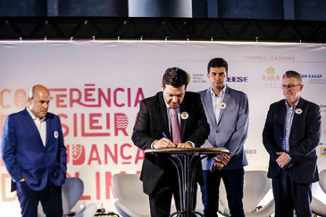 Em dia de importantes anúncios na Conferência Brasileira de Mudanças do Clima, Recife se torna a 1ª cidade do Brasil a reconhecer a Emergência Climática